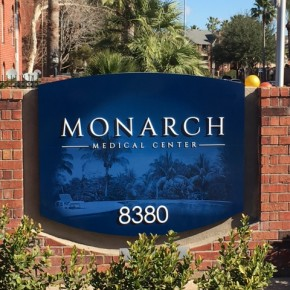 Entrance at Lincoln Monarch Medical Center Apartments in Houston