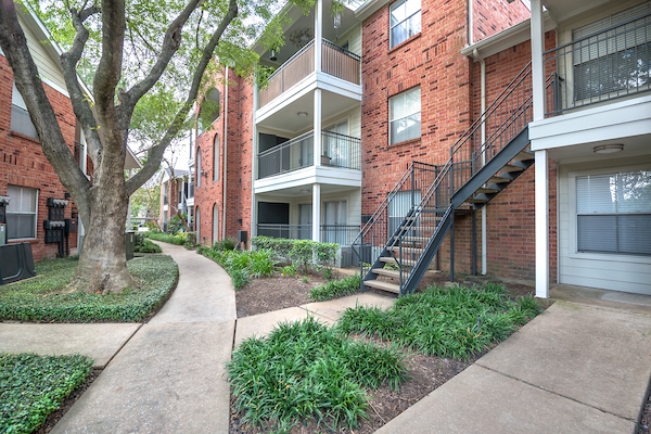 Walkways at Lincoln Monarch Medical Center Apartments in Houston