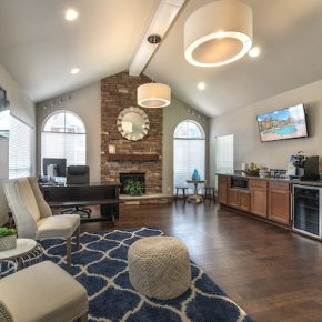 Resident and leasing lounge at Lincoln Monarch Medical Center Apartments in Houston