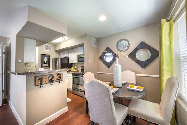 Kitchen and dining room at Lincoln Monarch Medical Center Apartments in Houston