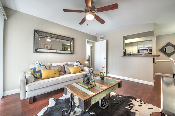 Living rom at Lincoln Monarch Medical Center Apartments in Houston