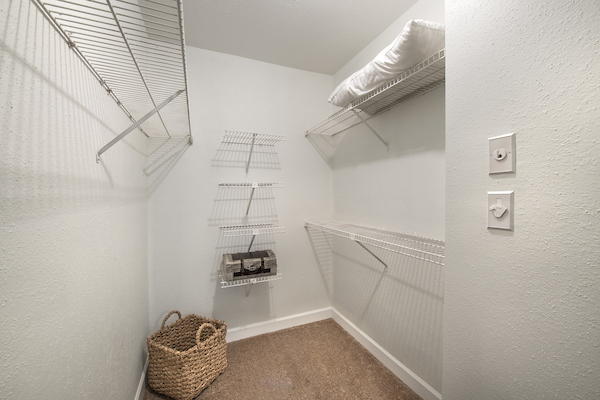Closet at Lincoln Monarch Medical Center Apartments in Houston
